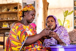 After four years of exile, Malian refugee artisans use their traditionnal skills to rebuild their lives. They work in close collaboration with french designers to make quality products to be sold through international fair trade channels. ; After four years of exile in Burkina Faso, Malian refugee artisans use their traditional skills to rebuild their lives. In the capital Ouagadougou, together with a team of French designers they explore modern techniques and new working possibilities to express their cultural identity with emotion, sense and symbolic. Through this mindness-opening collaboration they design and make innovative quality products that will be sold through international fair trade channels.